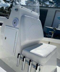 2021 Layton Bay with 200hp Evinrude